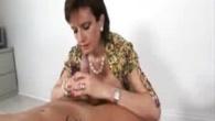 Doamna se ocupa de masaje erotice alunecoase