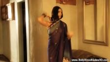 Indianca matura si senzuala arata un corp perfect futabil