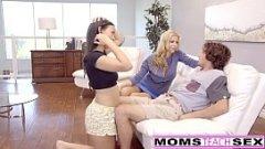 Mama isi invata fiica cum sa suga pula