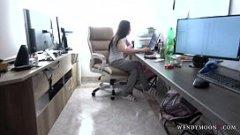 Un sex pe ascuns la birou cu colega mea