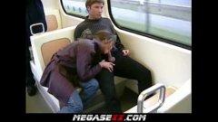 Panarama proasta o suge in statie ,in tramvai,in public fara rusine