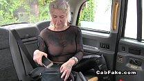 Batranica blonda se fute cu fake taxi