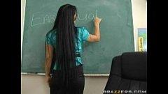 Un profesor fals se fute cu o eleva pe catedra