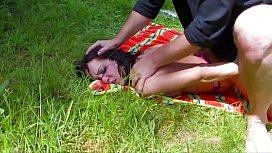 Abuzeaza de o femeie matura si o fute brutal