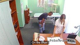 Pacientul fute brutal o asistenta tanara si sexy