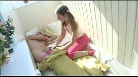 Cuplu de adolescenti fac sex in balcon