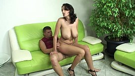 Pizda bruneta cu tate mari dezvirginata anal