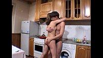 Draguta amatoare de 19 ani face sex in bucatarie cu un baiat