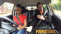 Instructor fals fute elevele direct in masina