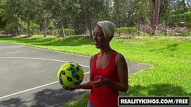 Fotbalista sexy este fututa pe teren