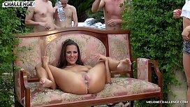 O petrecere privata in care se lasa cu futaiuri