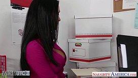 Directorul isi fute secretara pe birou