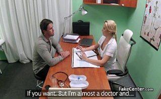 Pacientul isi fute medicul de familie