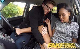 Africana mica si sexy face laba instructorului auto