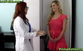 Pacienta se fute cu o doctorita superba