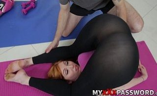 Mamica provocatoare se fute cu antrenorul de fitness