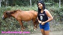 Asiatica draguta vrea sa se futa cu caii