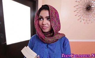 Araboaica musulmana fututa in bucatarie de vecinul ei
