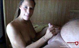 Larisa din Valcea se fute in WC cu vecinul ei