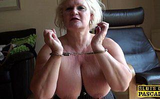 Babaciune englezoaica de 55 ani fututa in pizda aia grasa