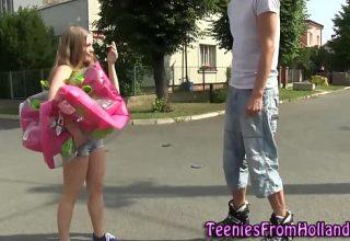 Fata mica de numai 1 metru fututa de un basketbalist imens