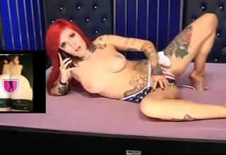 Roscata plina de tatuaje face cel mai sexy videochat