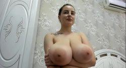Araboaica cu tate mari la webcam